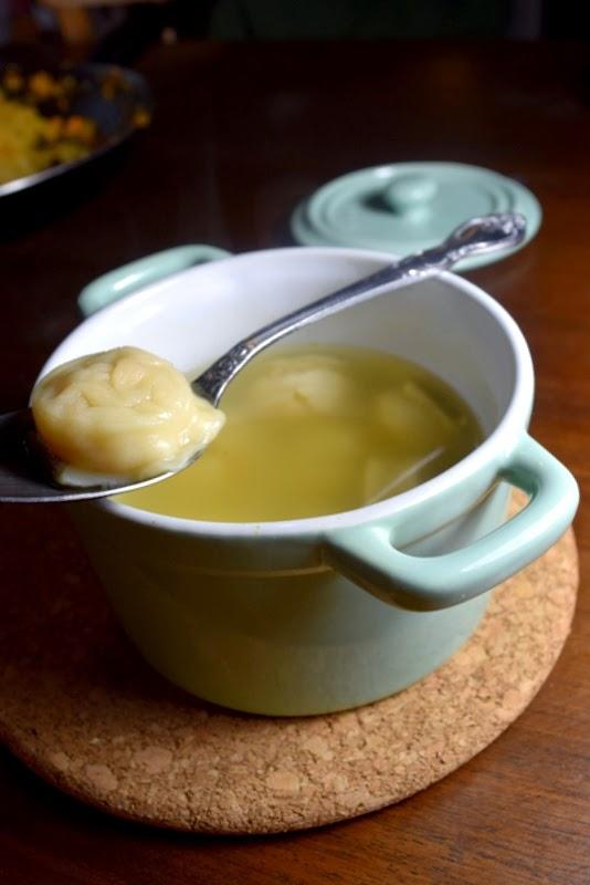 Vegane Sauerkraut-Pelmeni in Brühe