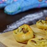 Flammkuchenschnecken oder auch: Pizzaschnecken meats Flammkuchen – Fingerfood für alle!