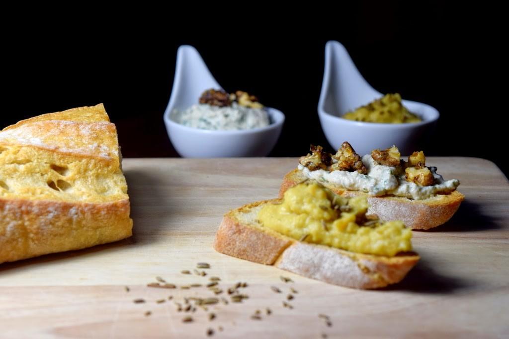 vegane Vorspeisen: Auberginen-Bruschetta, Linsendip und Frischkäse-Creme