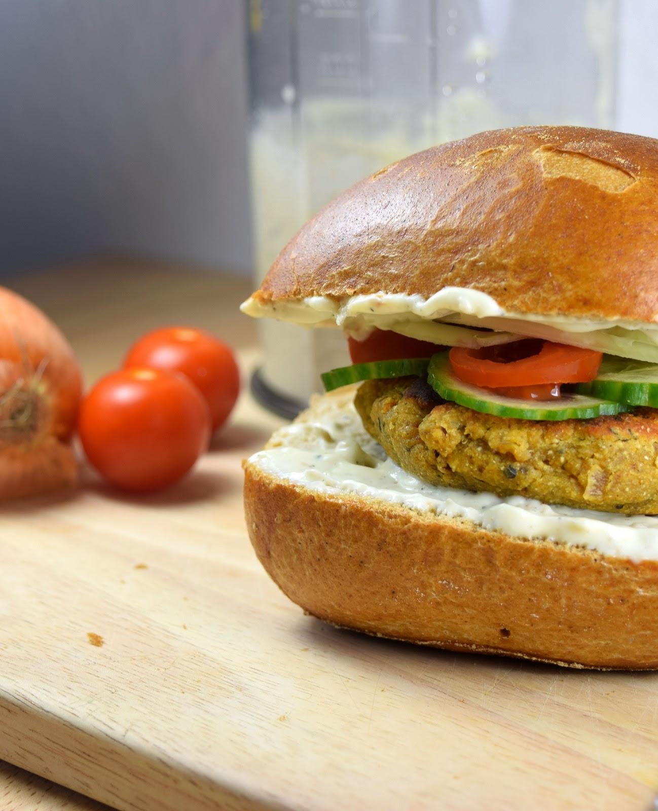 Schneller, veganer Falafel-Burger