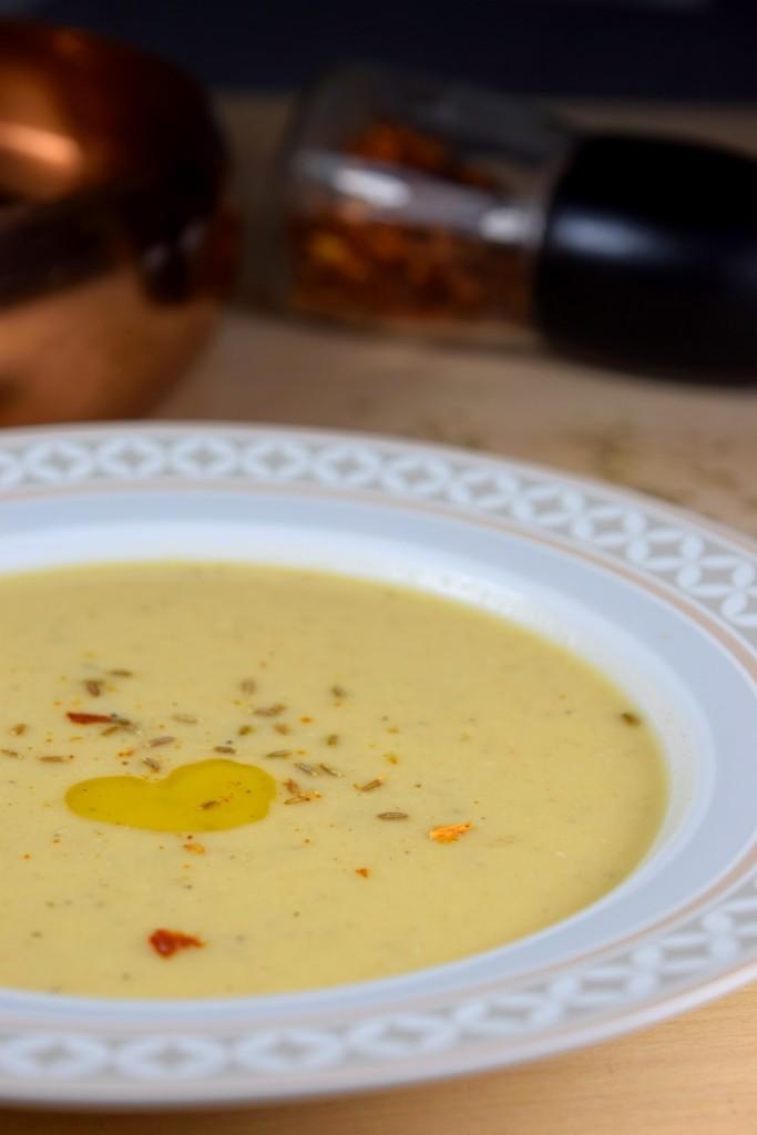 Pikante Weiße Bohnen-Suppe - vegan, schnell & einfach