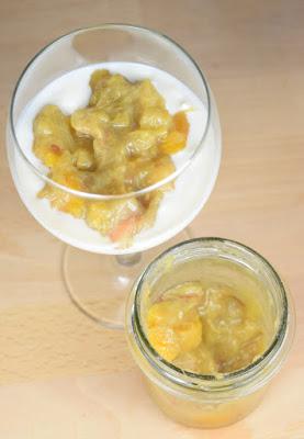 Rhabarber-Aprikosen-Dattel-Aufstrich (mit Joghurt)