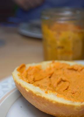 Cremiger, scharfer Tomaten-Aufstrich (vegan & einfach)