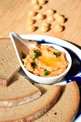 Zum Mitnehmen, als Dip, beim Partybuffet: Tomaten-Hummus