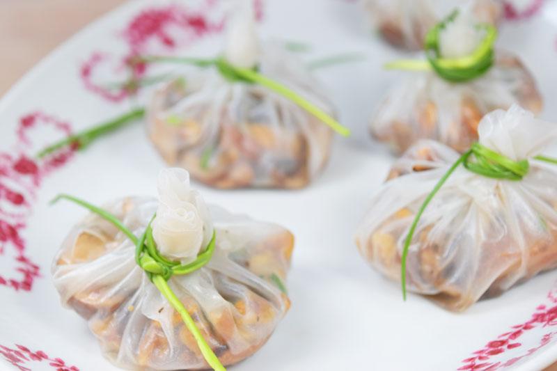 Vegane Reispapier-Knödel gefüllt mit Pilzen