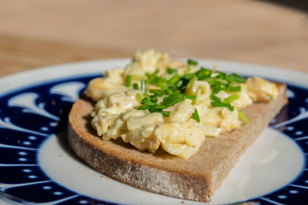Brotzeit mit veganem Kichererbsen-Eiersalat