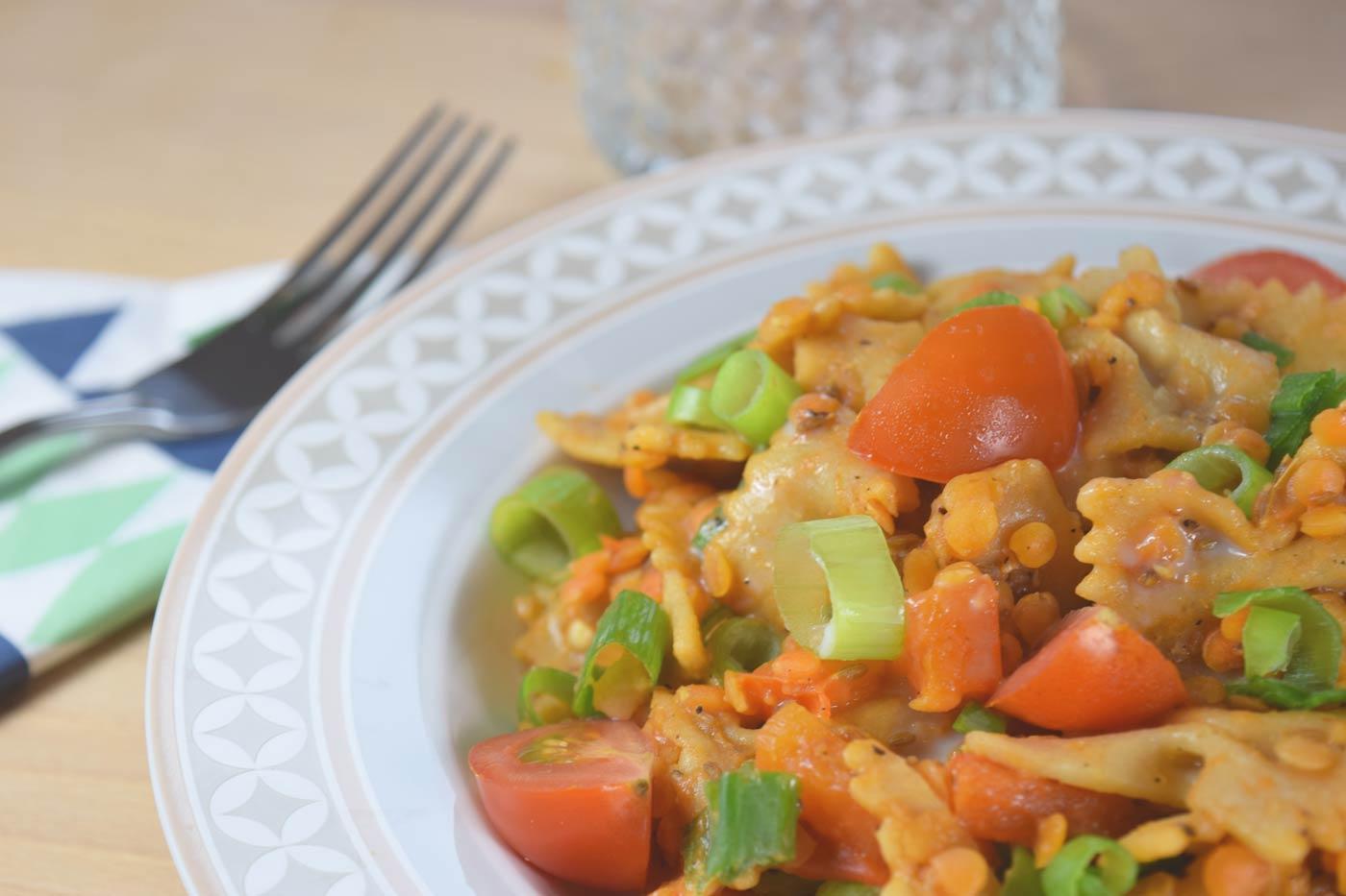 Pasta mit Linsen und buntem Gemüse (vegan)