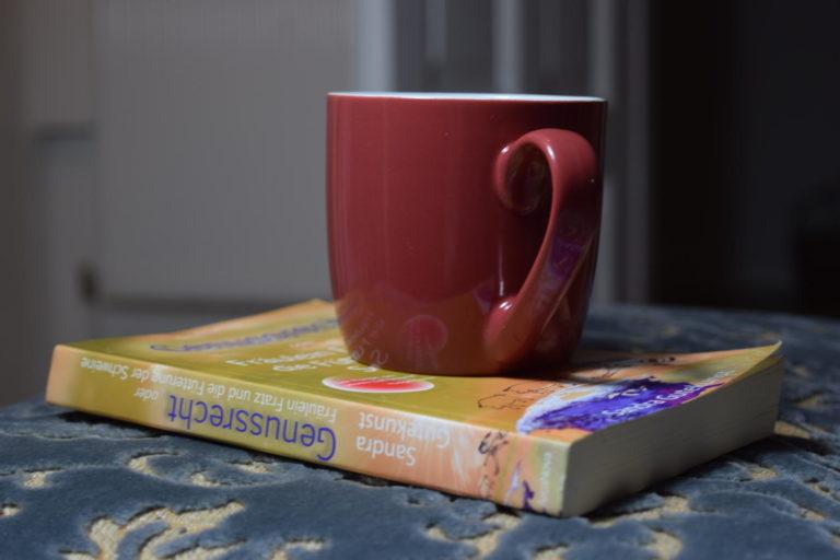 """Roman """"Genussrecht oder Fräulein Fratz und die Fütterung der Schweine"""" von Sandra Gutekunst"""