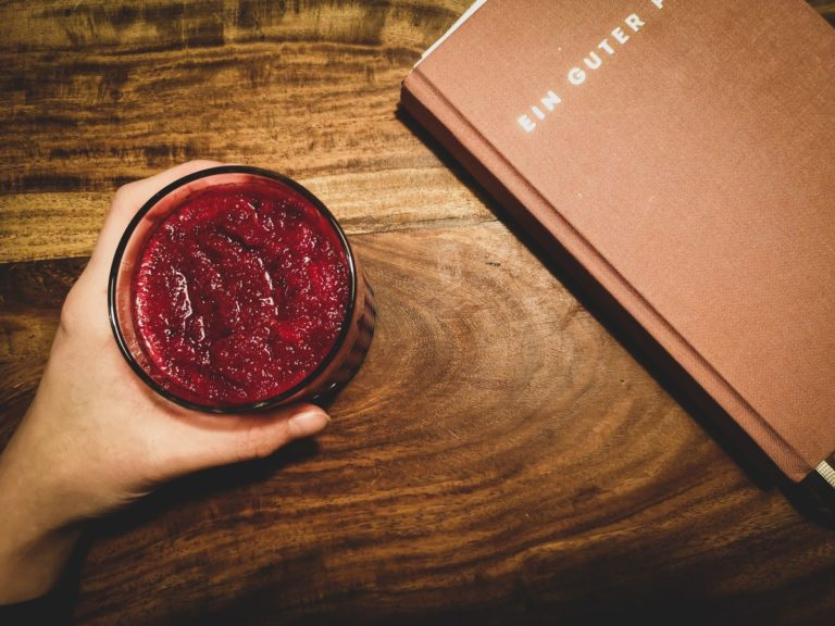 Rote-Bete-Apfel-Smoothie im Winter