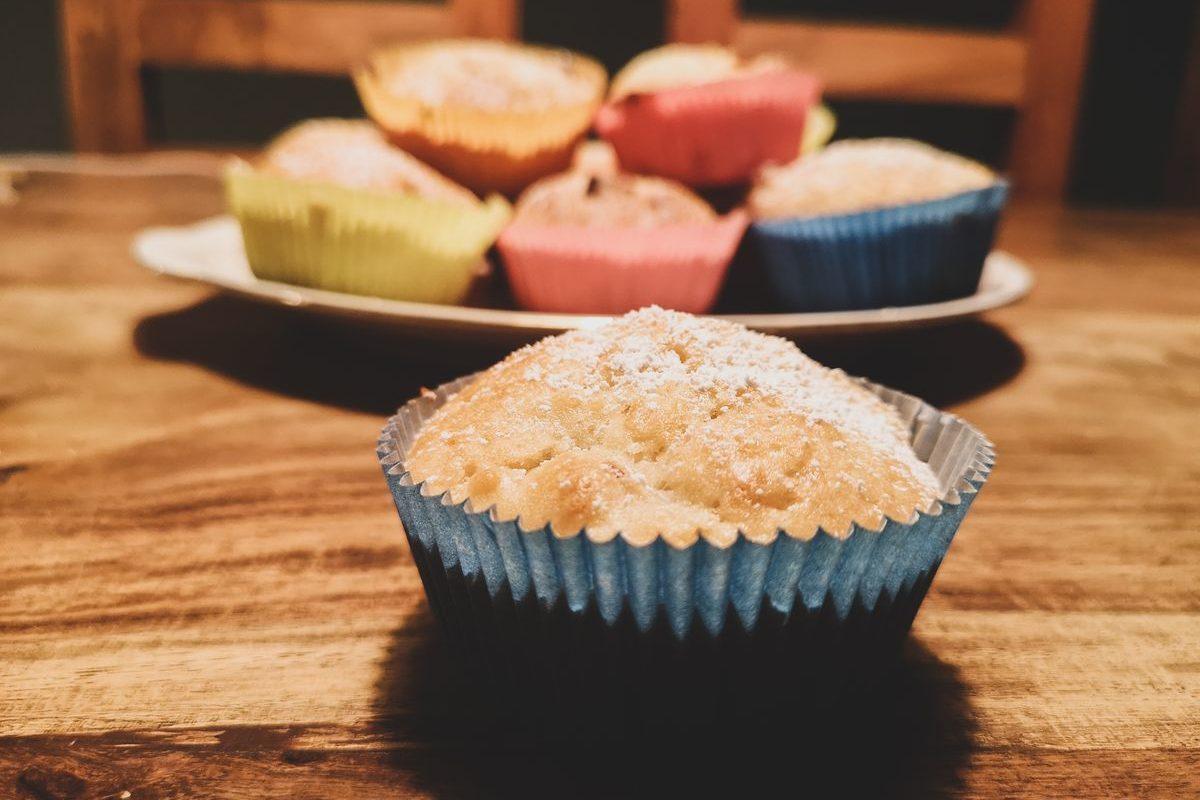 Einfache Apfelmuffins (schnell und vegan)